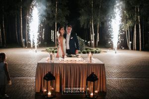 Tort na weselu: jak go podać, by mieć piękne zdjęcia?